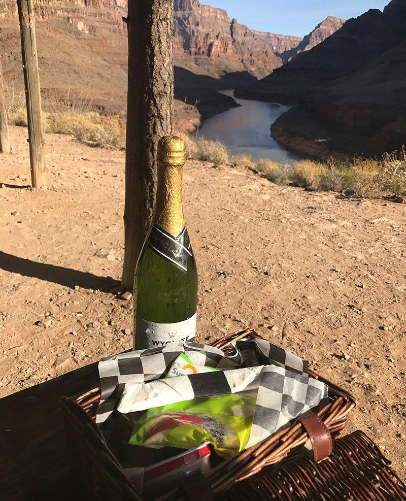 champagne-breakfast-grand-canyon