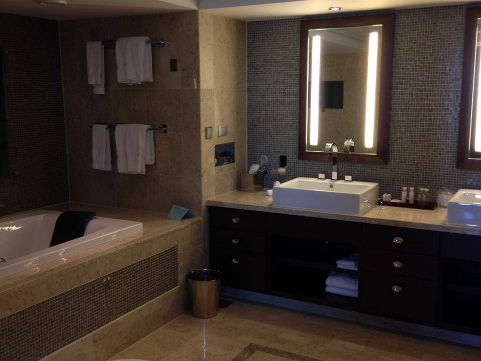 bathroom-celebrity-suites