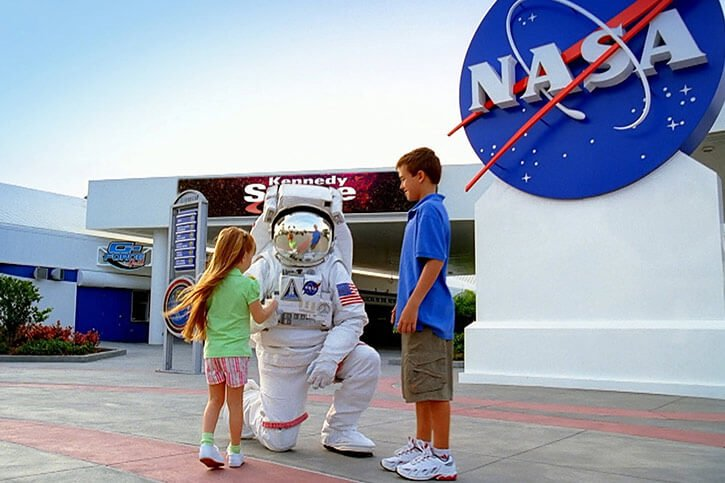 astronaut-in-kennedy-space-centre